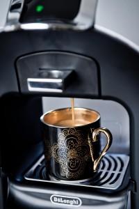Keitin valuttaa juoman siististi suoraan kuppiin.