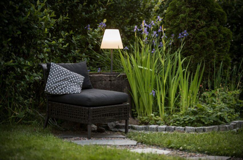 Oikeat kalusteet ja välineet pimeneviin syysiltoihin puutarhassa