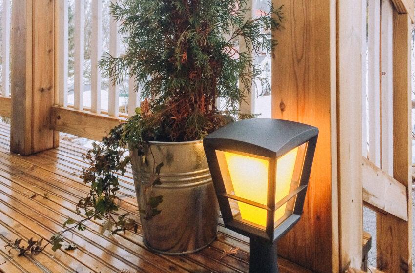 Värikkyyttä pihaan ja puutarhaan Philipsin Hue -älyvalaisimilla