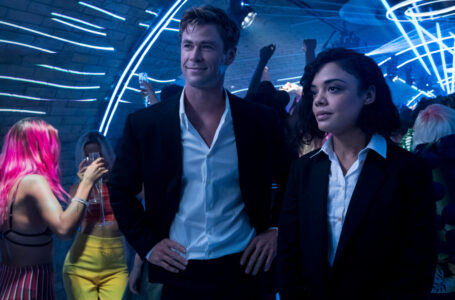 Agent H (Chris Hemsworth) and Agent M (Tessa Thompson) in Columbia Pictures' MEN IN BLACK: INTERNATIONAL.