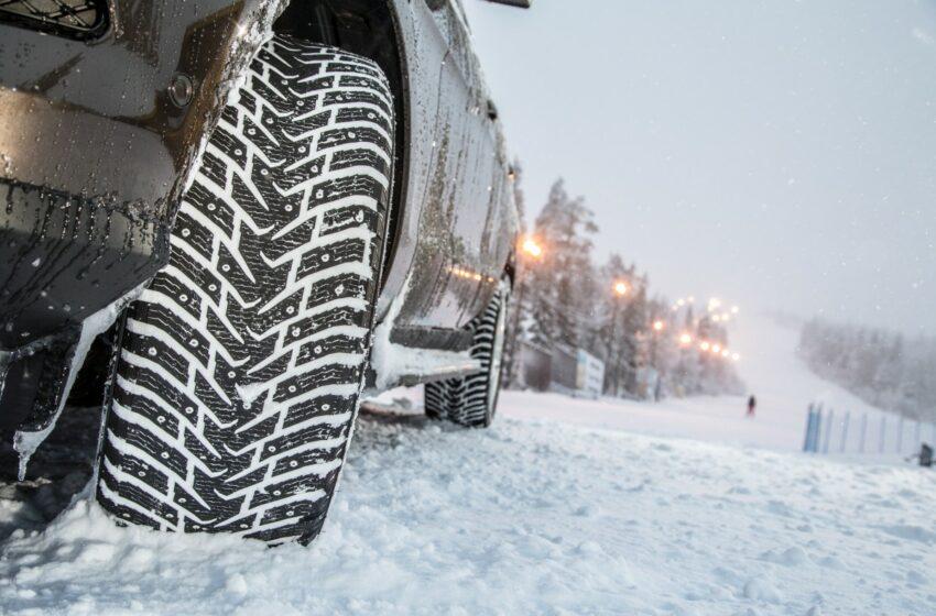 Ajattele talvea ja renkaita, autoilija